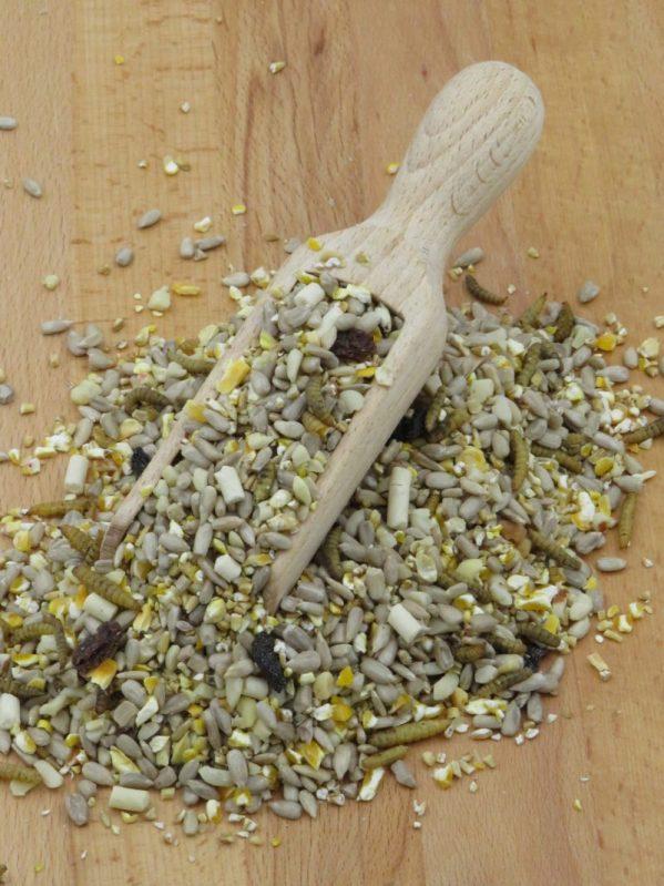No mess bird food. Mighty Feast husk free wild bird food, contains raisins, calciworms and suet pellets
