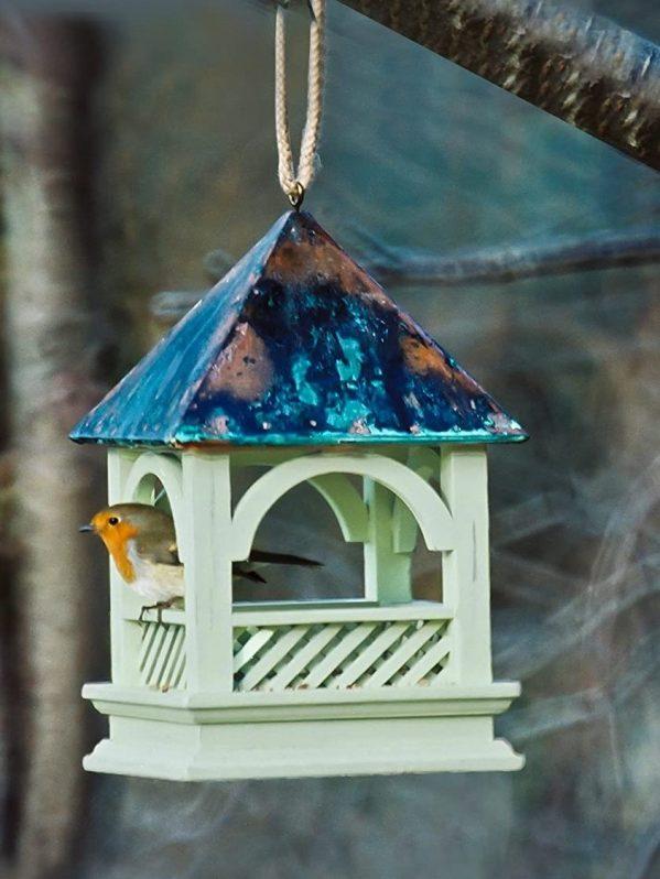 Bempton hanging feeder with robin for wild bird feeding